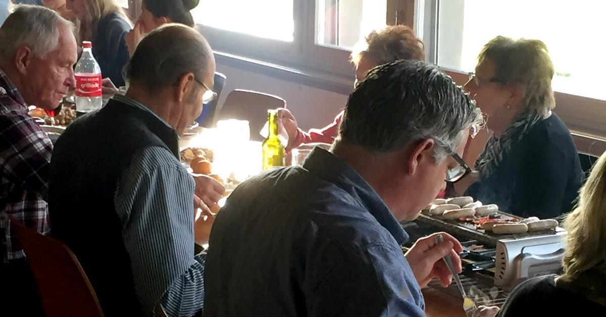 Raclette-Essen auf dem Heitere